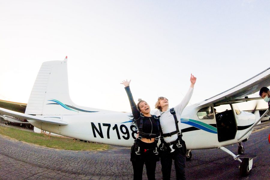 Couple's gateway to excitement - skydiving at Skydive St Louis near Chicago