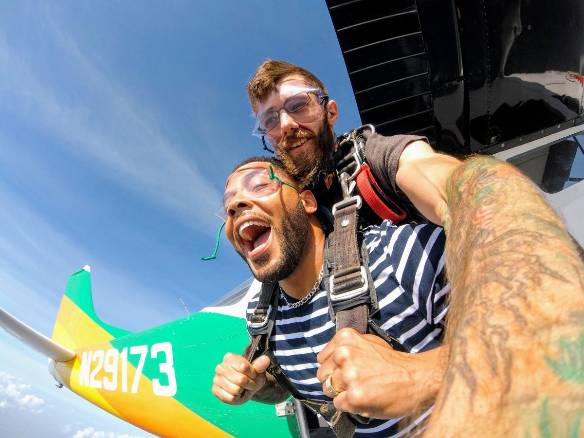 Give the gift of skydiving with a skydiving gift card for birthdays or Christmas