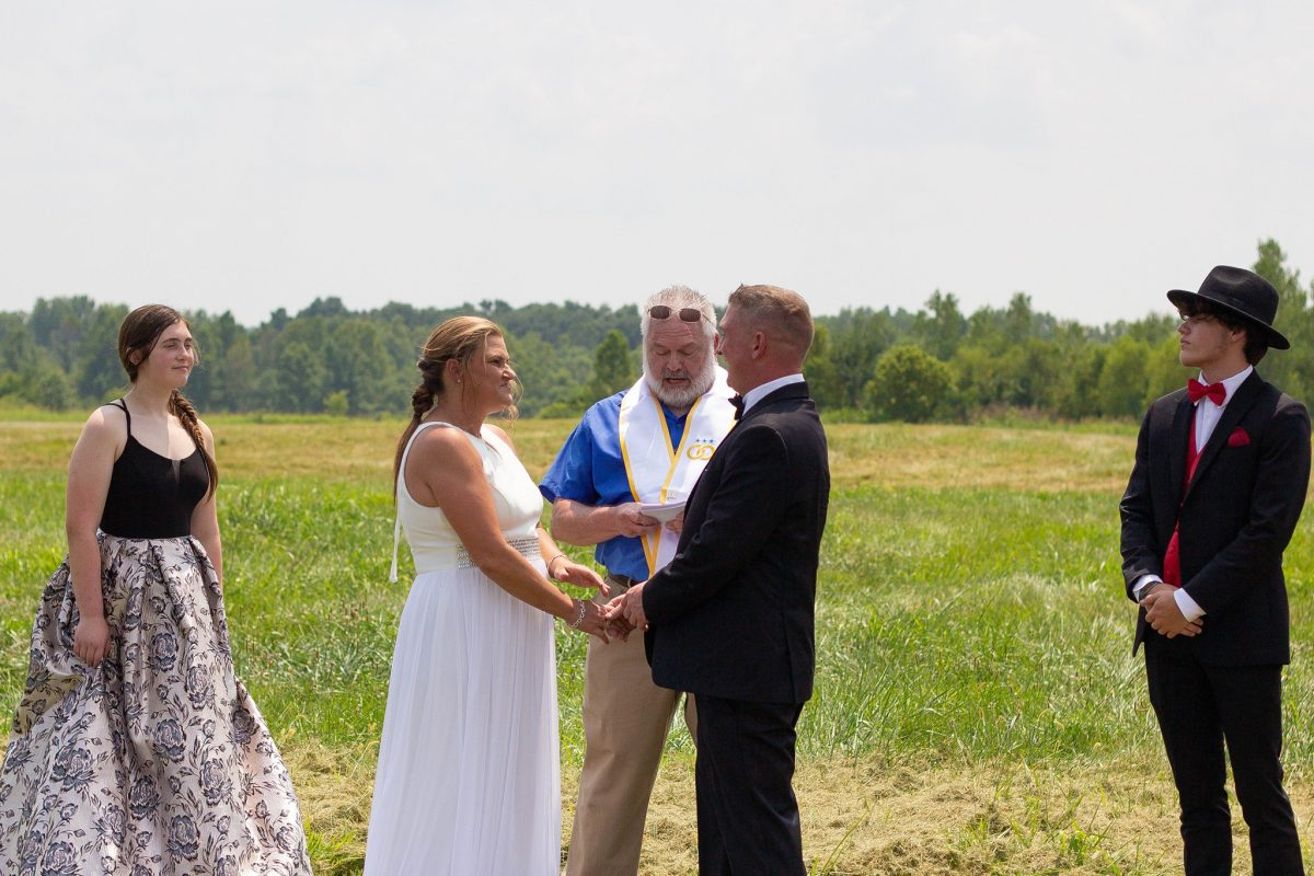 Skydiving wedding ceremony at Skydive St. Louis near Chicago